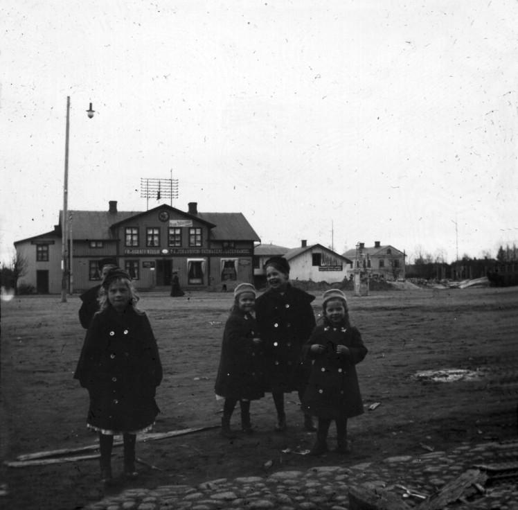Efter branden av Tellus, Frans Petterssons kontor brevid (FILEminimizer)
